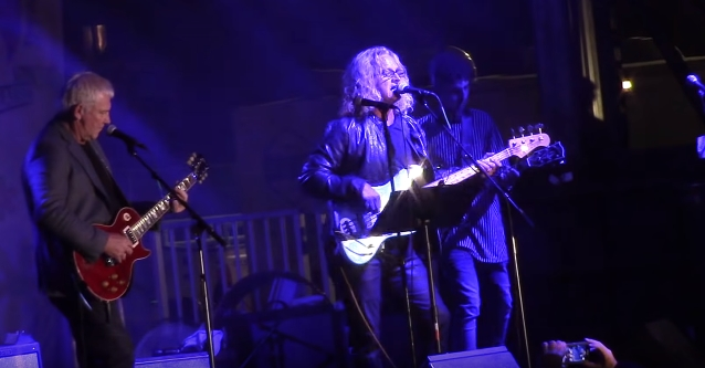 Alex Lifeson Performs Rush Classics With Chicago's Jason Scheff