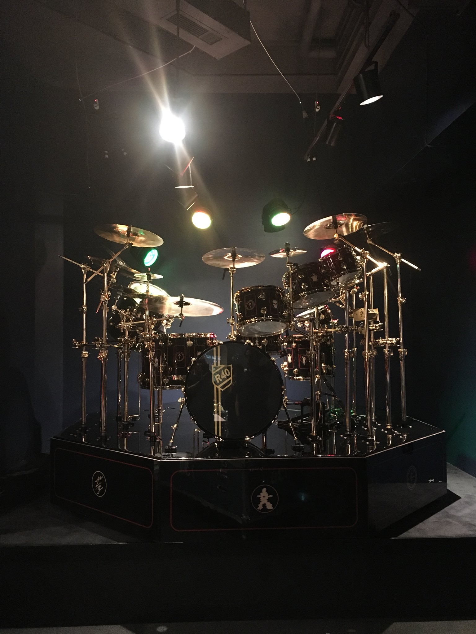 neil pearts r40 drum kit on display at the rhythm