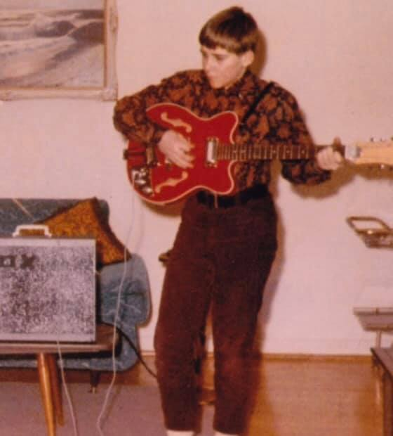 Alex Lifeson's First Electric Guitar, a Japanese Canora, Will Be Restored by Loucin Guitars